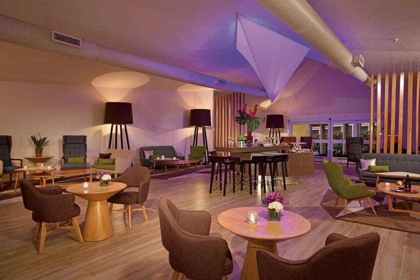 Lounge exclusivo con bar para miembros xhale club