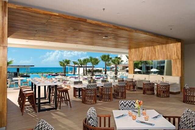 restaurant frente al mar