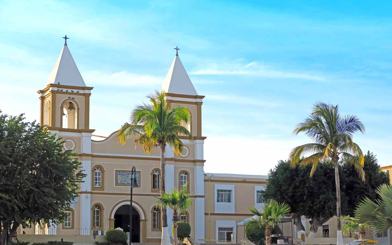 Foto de la iglesia y la misión católica en San José del Cabo