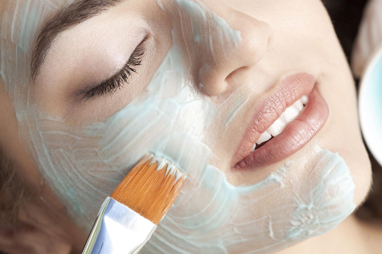 Tratamiento facial en spa