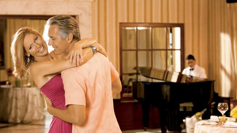 couple dancing to pianist performance