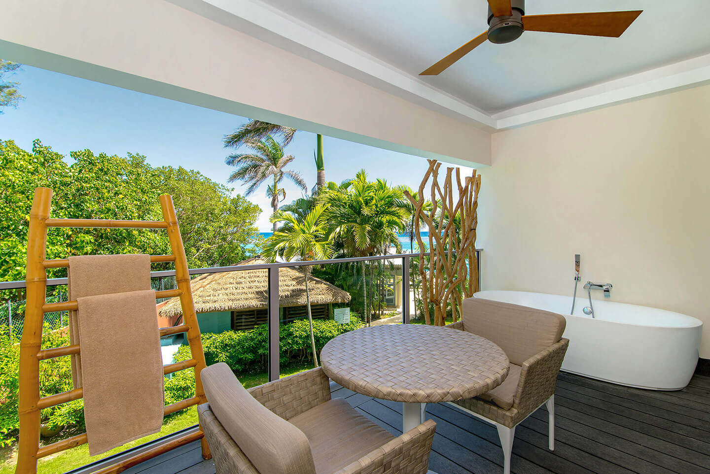 Junior Suite Tropical View with Soaking Tub
