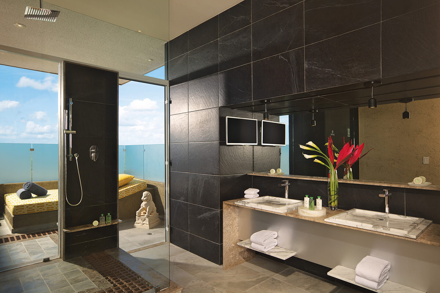 Impression™ Ocean Front One Bedroom Suite with Plunge Pool