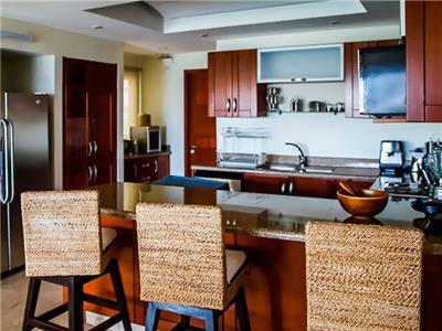 Four Bedoom Condo - Kitchen