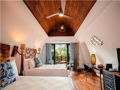 Luxe Saasil Room