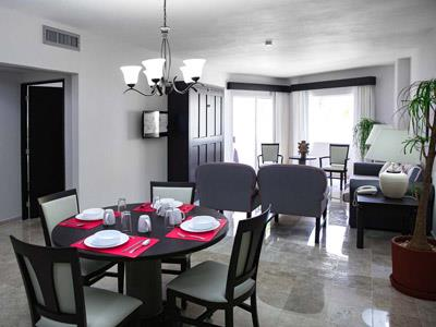 Suite Familiar - Cocineta y Comedor,