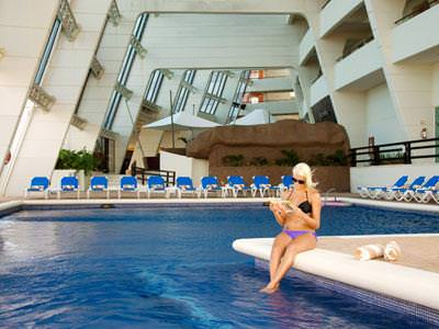 Crown paradise club canc n oferta habitaciones desde for Piscina trafalgar