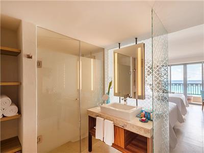 Premium Ocean Front - Bathroom