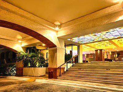 Motor Lobby - Escaleras