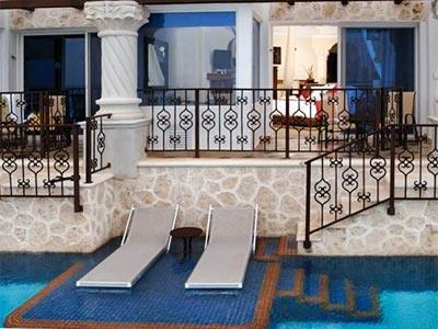 Zilara Ocean View Swim Up Suite King