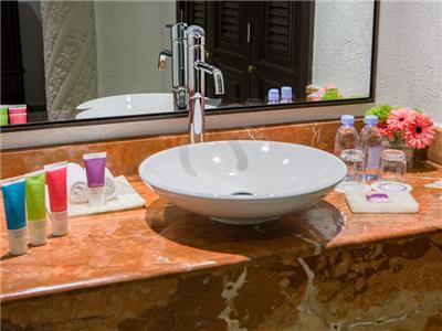 Zilara Ocean Front Luxury Suite King - Bathroom