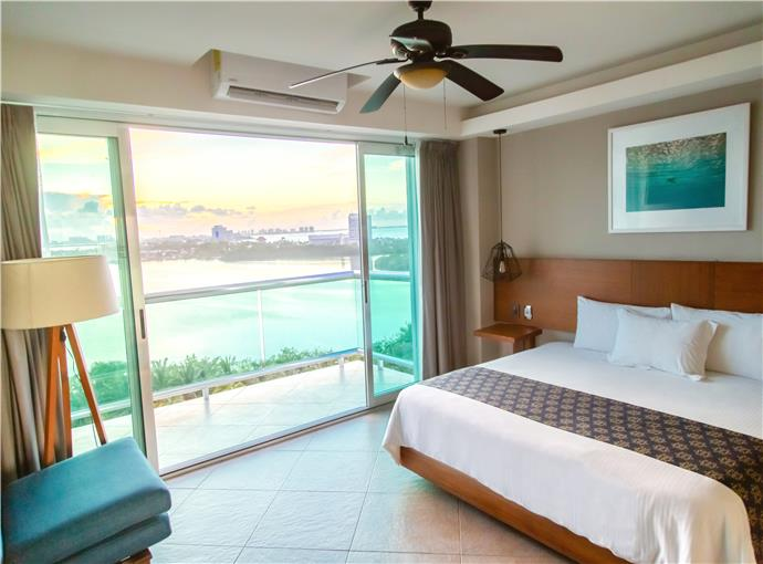 Standard Lagoon View One King Bed