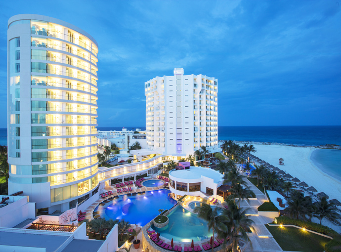 fachada Krystal Grand Cancún