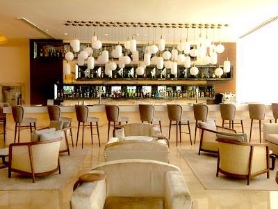 Bar Blanc Lobby