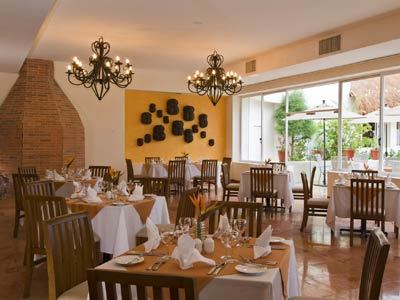 Dos Lunas Restaurant