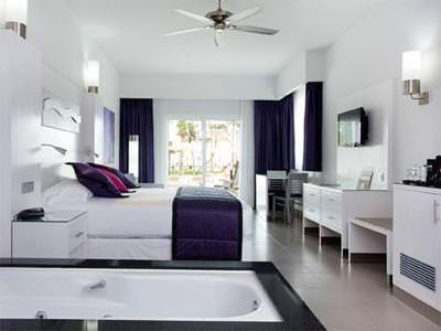Villa Suite Jacuzzi
