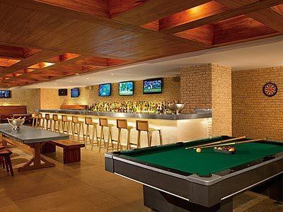 Sports Bar Half Time