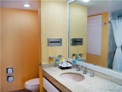 Solymar beach resort oferta habitaciones desde 2 472 for Bano beach resort