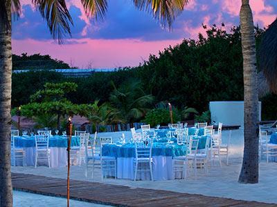 Banquete junto a la Laguna