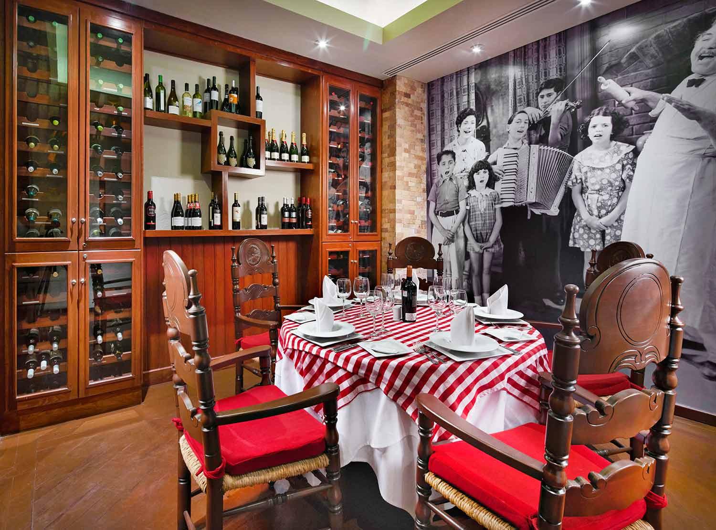 La Trattoria Restaurant)