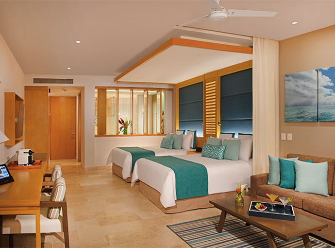 Junior Suite Pool View - Two Queen Beds