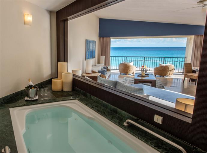 Royal Tower Jacuzzi Suite Ocean Front
