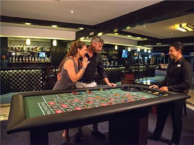 Fun Bar Seadust Cancun Family Resort