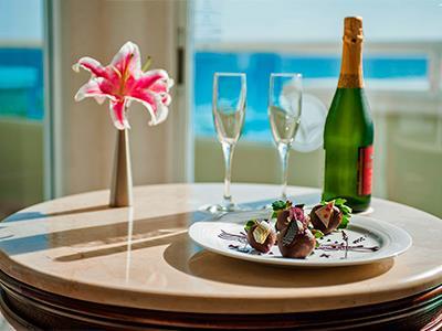 Gran Master Suite Ocean Front  - Room Service