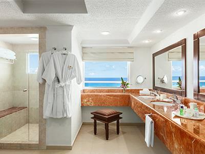 Gran Presidential Suite Ocean View or Ocean Front - Bathroom