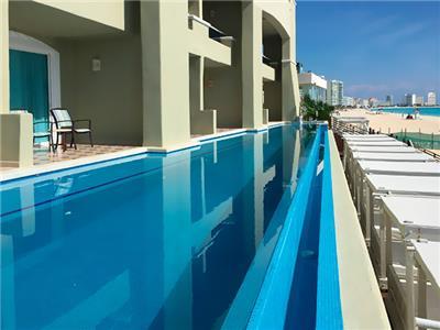 Suites Exterior Pool