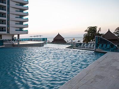 Hotel hotel las am ricas torre del for Piscina torre del mar