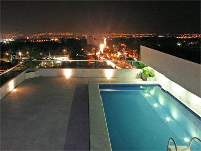 Fotograf as del hotel gs cuernavaca for Terrazas con alberca