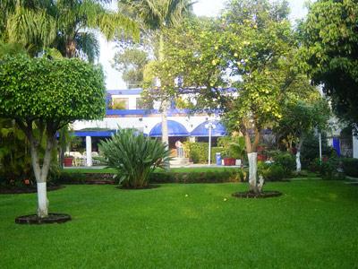Hotel casa grande posada ejecutiva for Casas con jardin grande