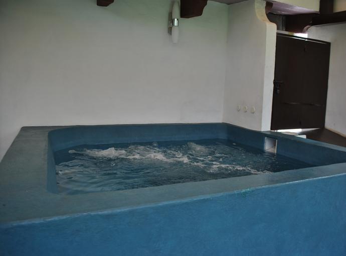 Hydromassage tub