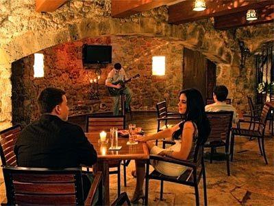 La Cava Bar
