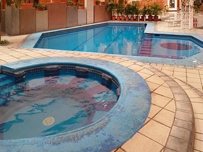 Fotograf as del hotel country plaza for Hoteles con piscina en guadalajara