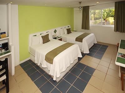 Dos camas Matrimoniales con Ventana