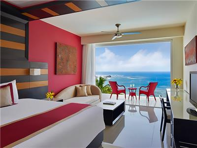 Preferred Junior Suite Ocean Front King