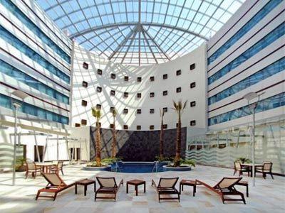 Fotograf as del hotel crowne plaza le n - Hoteles en leon con piscina ...