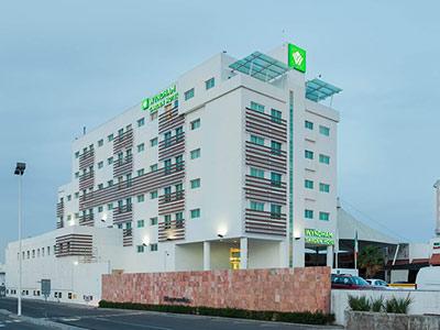 Wyndham garden le n centro max hotel en leon - Hoteles en leon con piscina ...