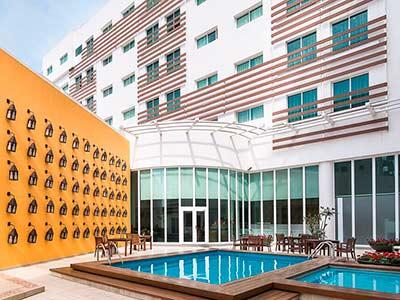 Fotograf as del hotel wyndham garden le n centro max - Hoteles en leon con piscina ...