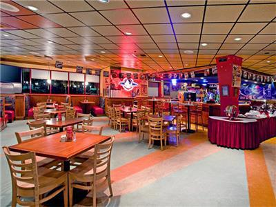 Red Robin Bar and Lounge