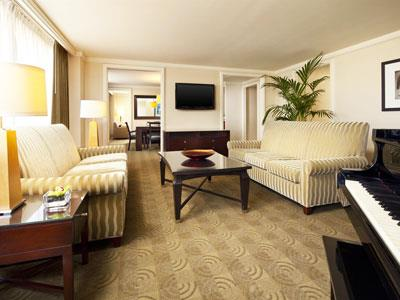 Hughes Luxury Suite Guestroom