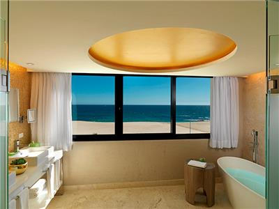 Master Suite Royal Service Ocean Front - Bathroom