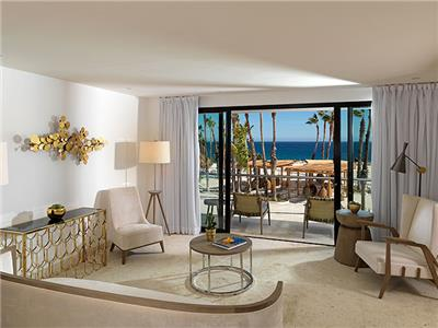 Master Suite Royal Service Ocean Front - Living Room