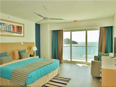 Superior 1 Queen Bed Ocean View with Breakfast