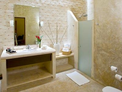 Colonial - Bathroom