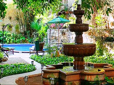Fuente y Jardín