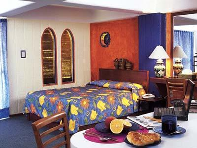 Colonial Deluxe Suite