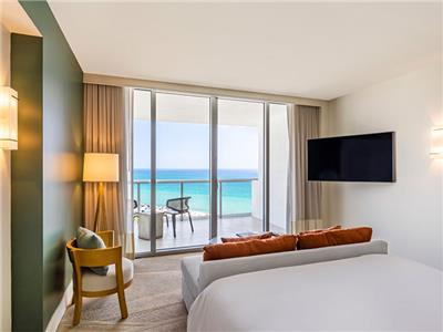 Junior Suite - King Bed Ocean Front View